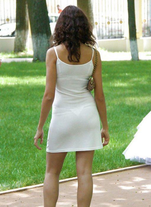 фото трусиков под платьем у девочек