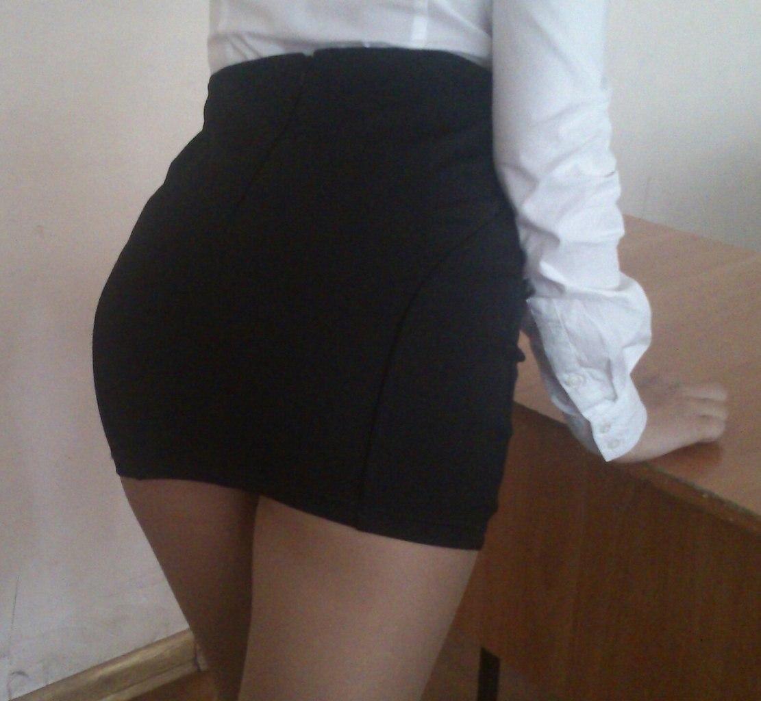 Сфотал юбку одноклассницы 27 фотография