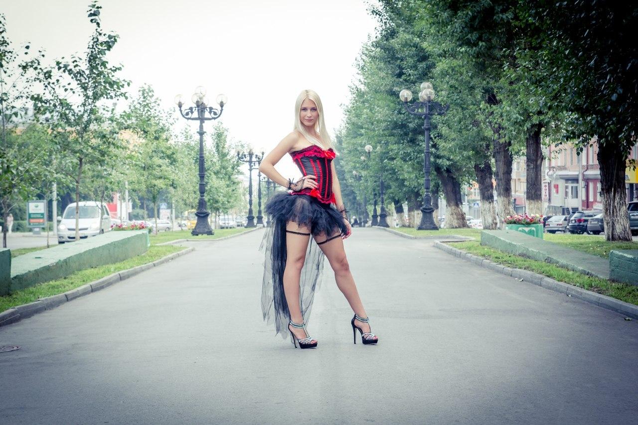 Русская в очень короткой юбке, Юбка 4 фотография