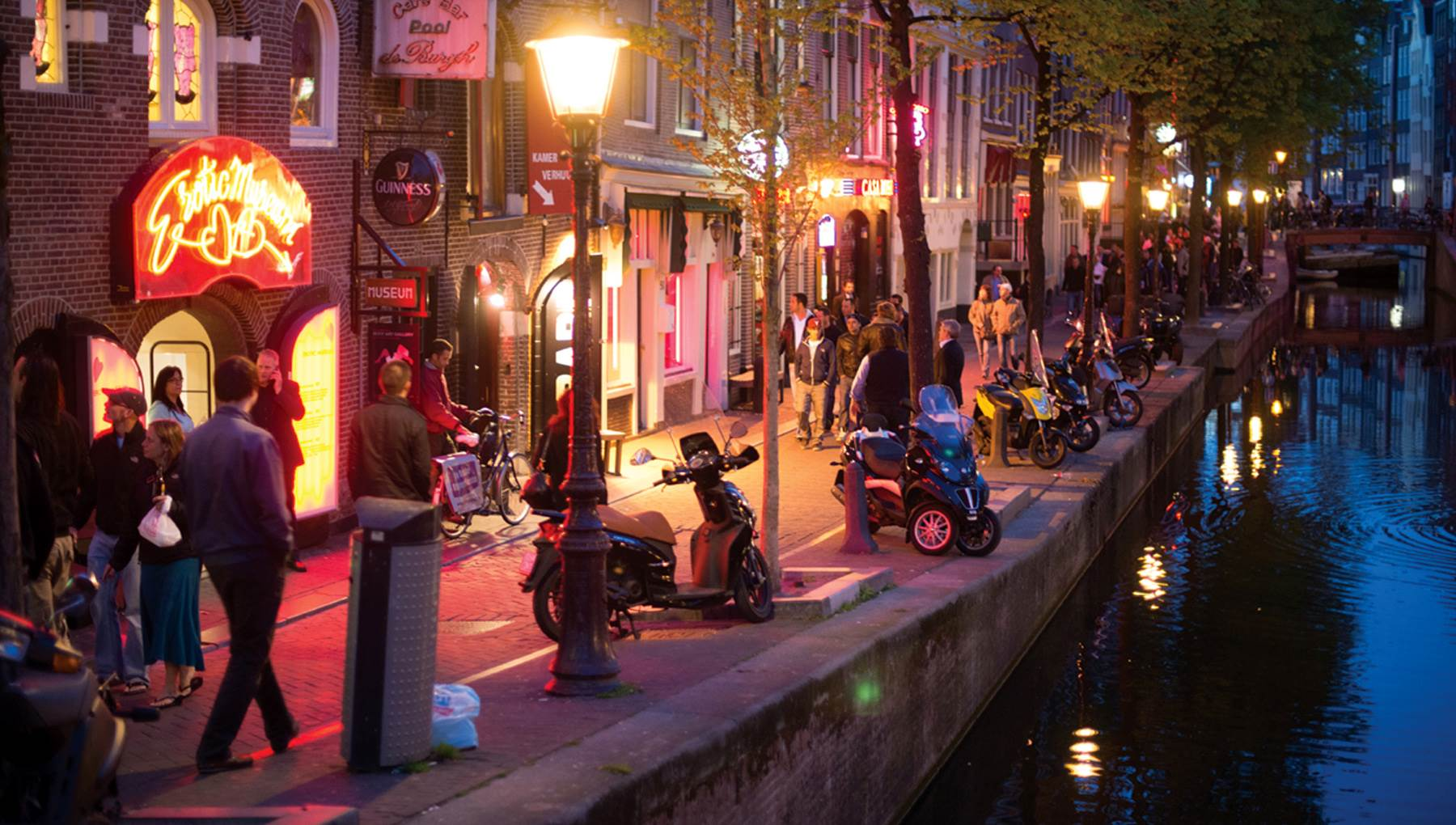 amsterdam and the red light district The red light district in amsterdam is more than sex, drugs and rock 'n roll it's home to great restaurants, designer stores and coffee bars discover the hotspots in this red light district guide.